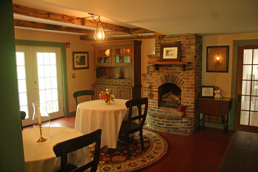 Dining room 1810 house bed and breakfast